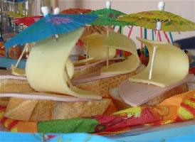 Бутерброды подойдут для днярождения пиратов или викингов на короблях